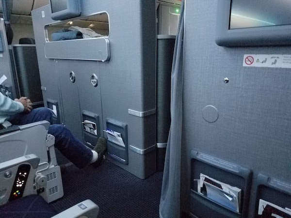 American Airlines 787 Main Cabin Extra LAX-AKL