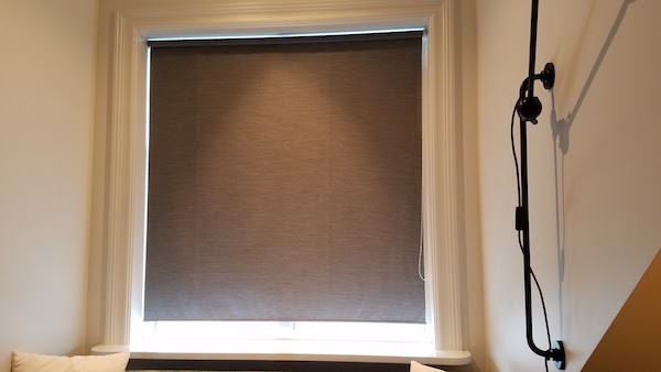 Noisy window shade