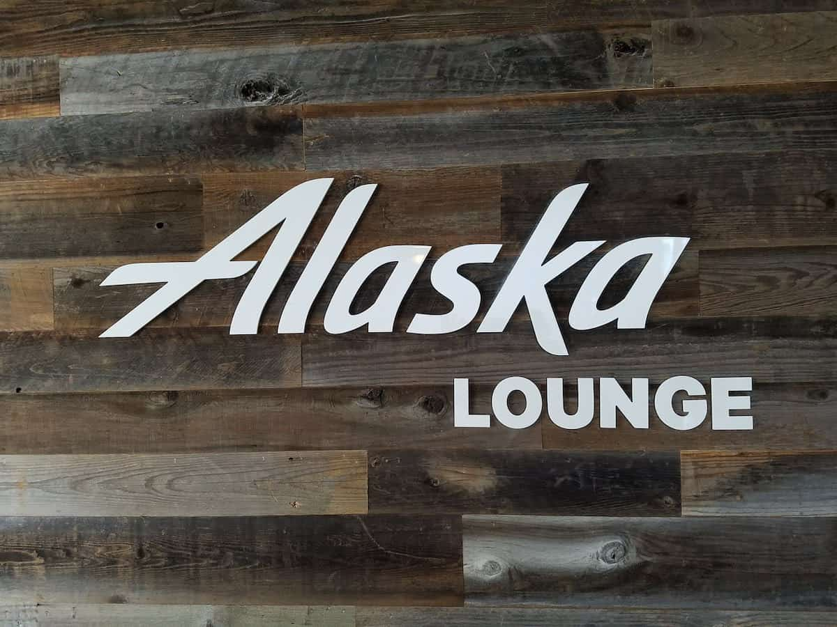 Alaska Lounge in Terminal 7 at JFK | SingleFlyer